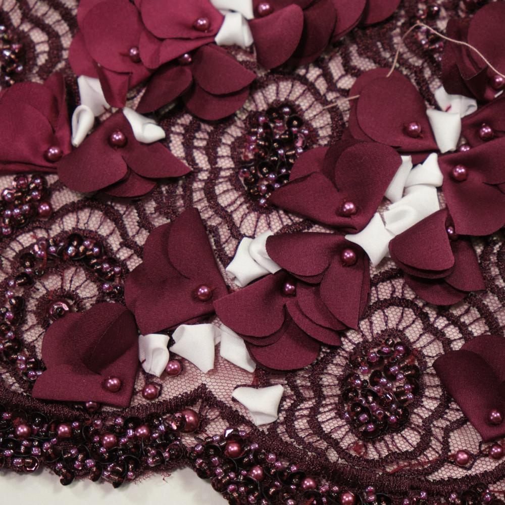 Dantela cu floricele 3D Burgundy cu alb