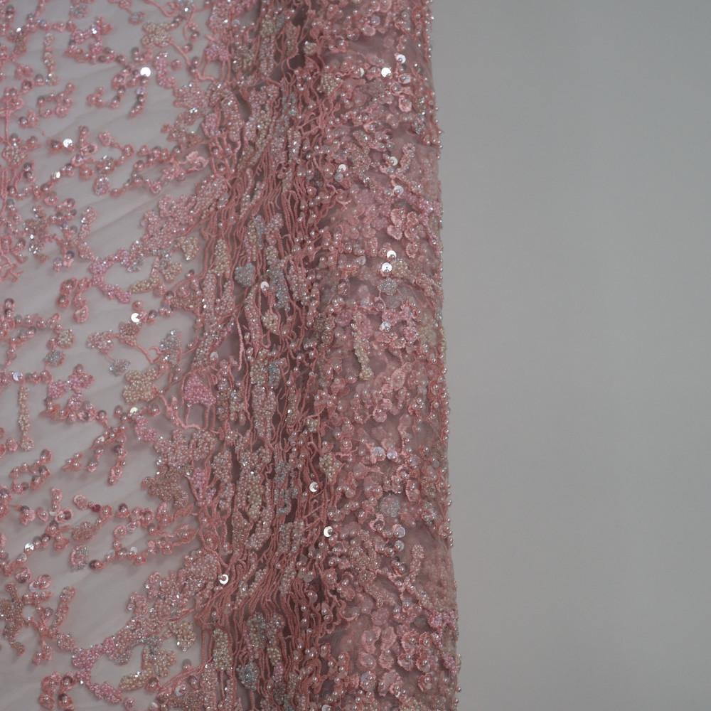 Dantela accesorizata cu margele si paiete Roz