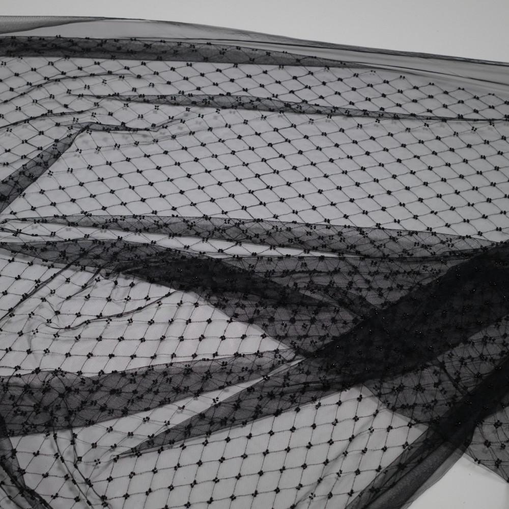 Tul accesorizat cu margelute tubulare dispuse uniform Negru