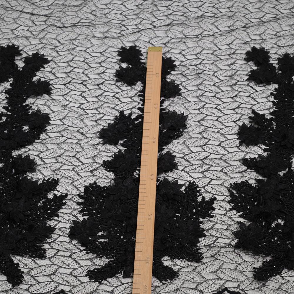 Dantela cu aplicatii din flori 3D Negru