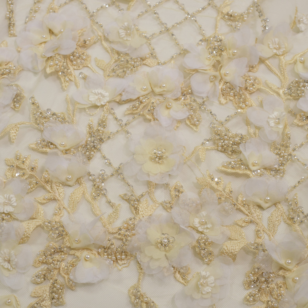Dantela cu aplicatii din flori 3D Galben