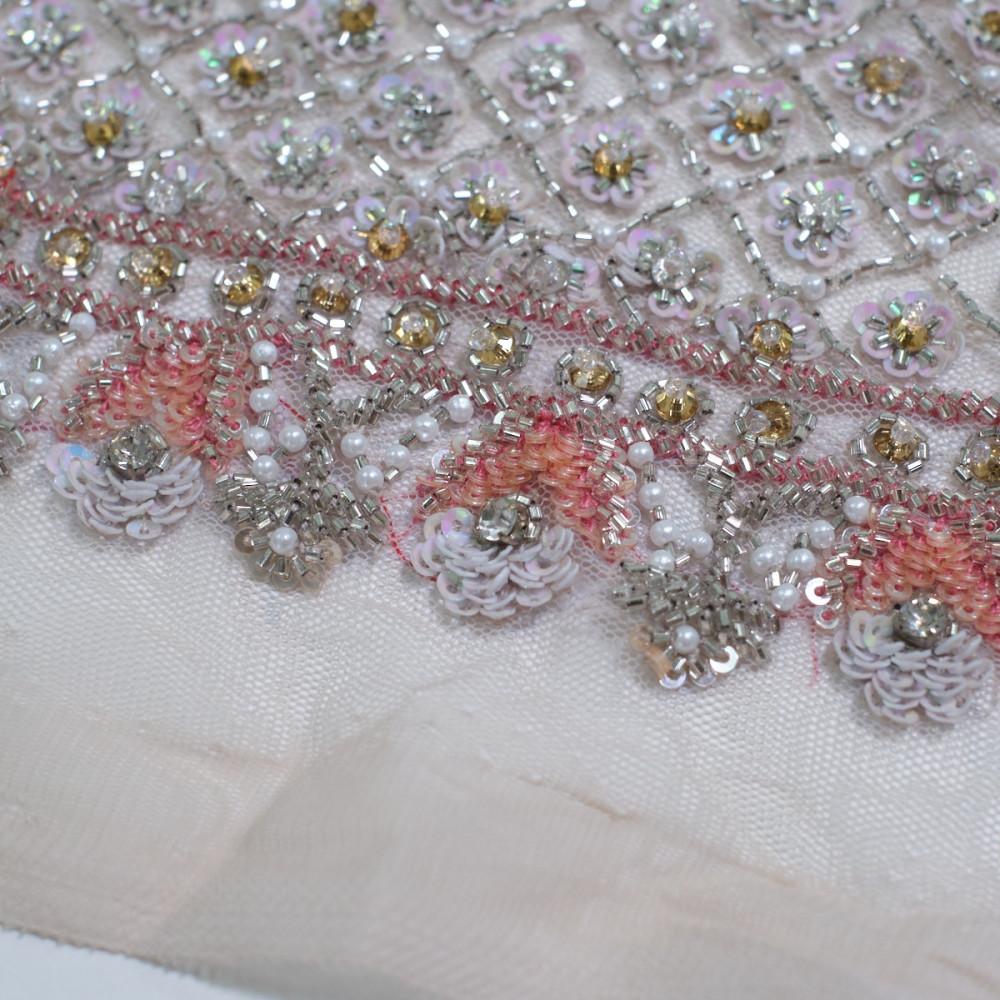 Dantela accesorizata manual cu cristale