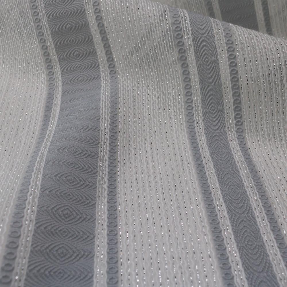 Jacquard in dungi cu fir metalic semi-transparent