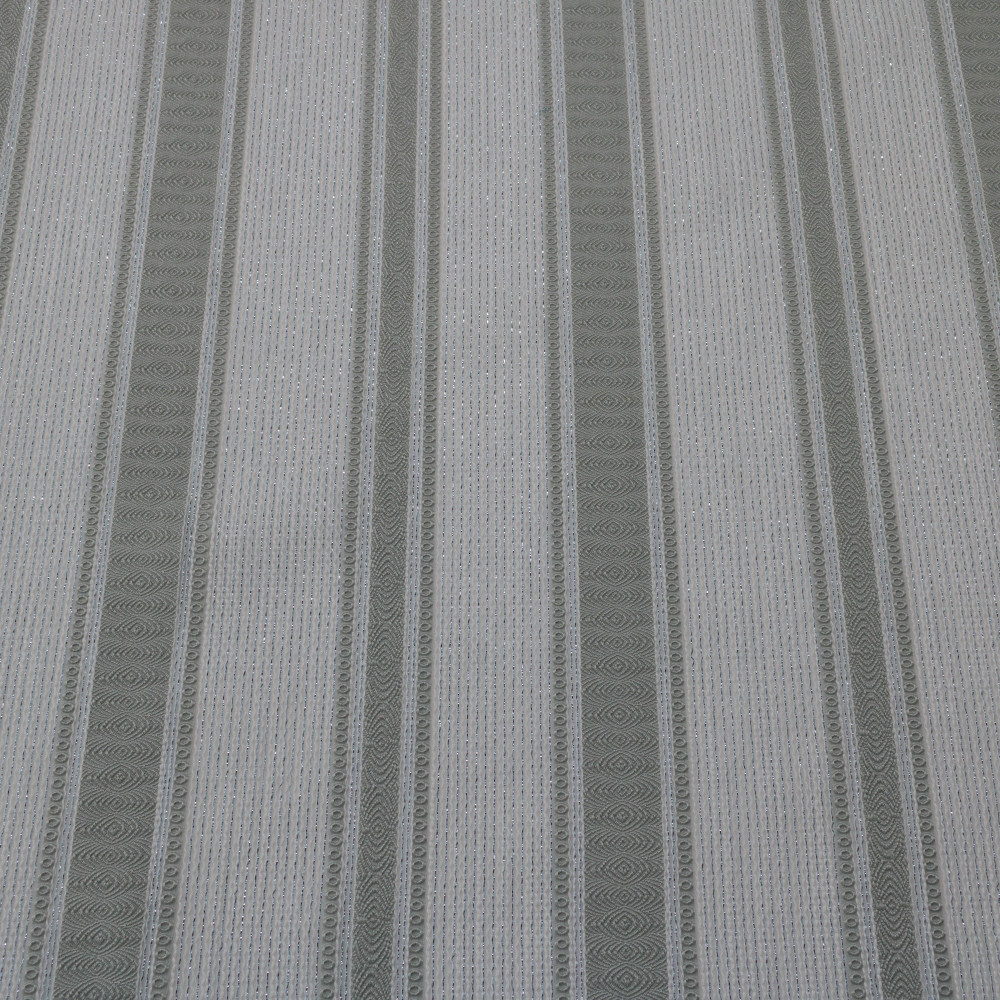 Jacquard in dungi cu fir metalic semi-transparent