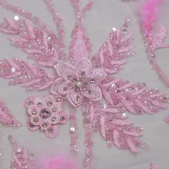 Dantela cu floricele 3D accesorizata cu pene Roz Candy