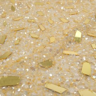 Broderie accesorizata cu paiete si oglinzi Aurii