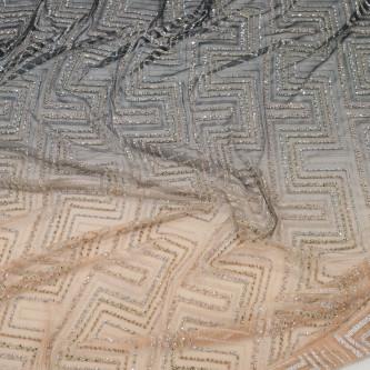 Dantela accesorizata cu margelute si paiete pe tul plisat in degrade