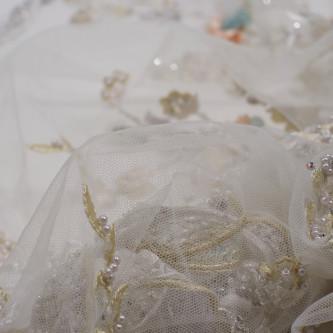 Dantela accesorizata cu floricele 3D
