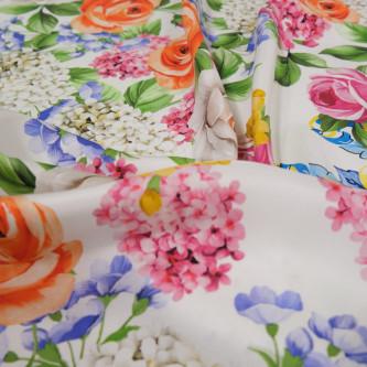 Matase naturala imprimata cu motive florale dispuse in panouri